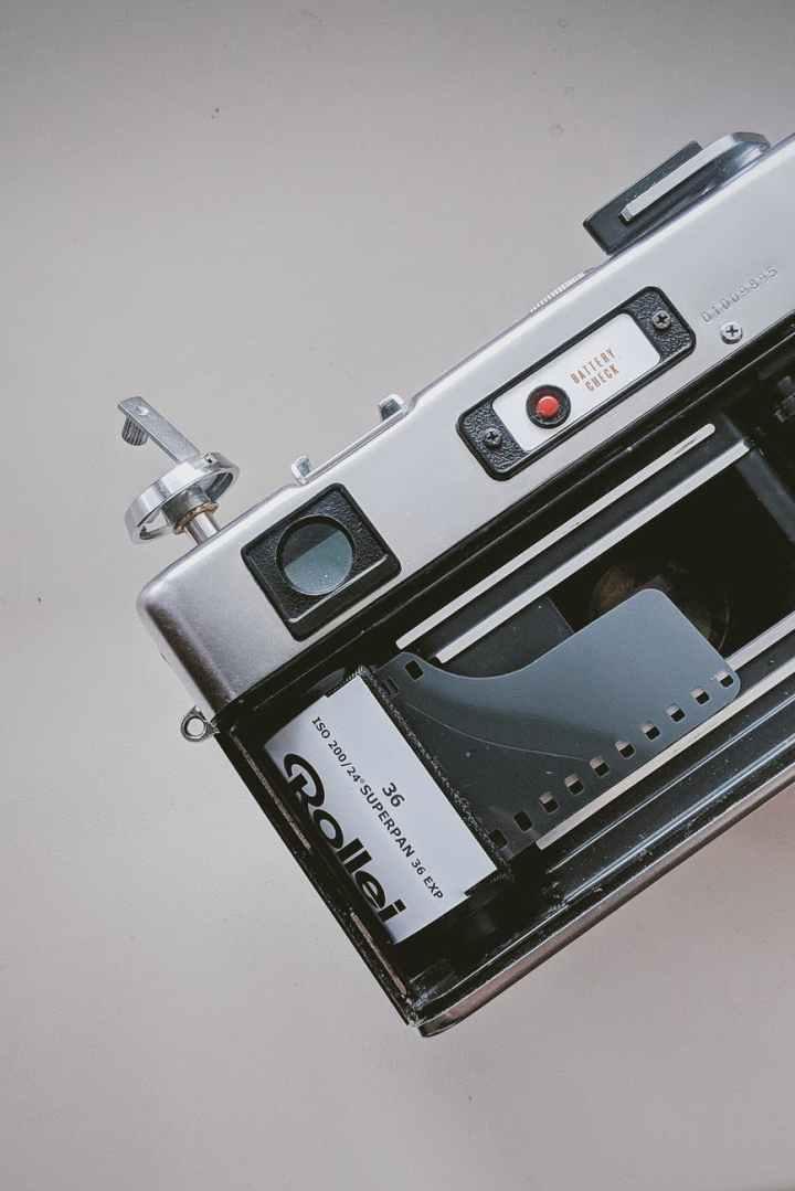 close up photo of analogue camera